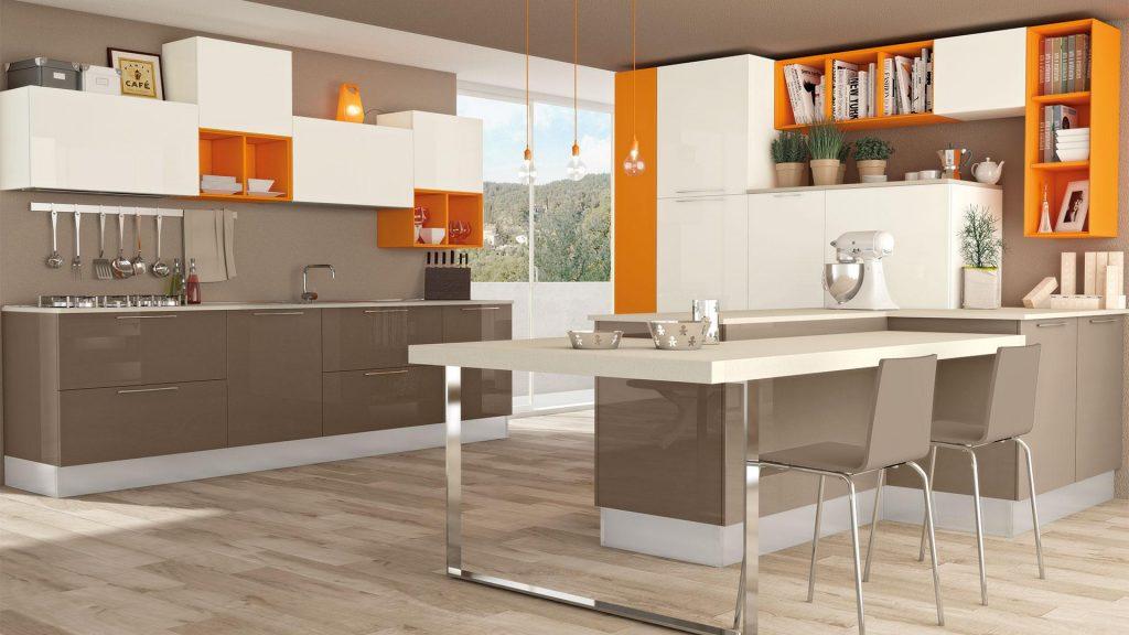 italienische Designerküche Cucine Lube Modell Noemi. Weiße und braune Fronten mit orangenen Einzelementen
