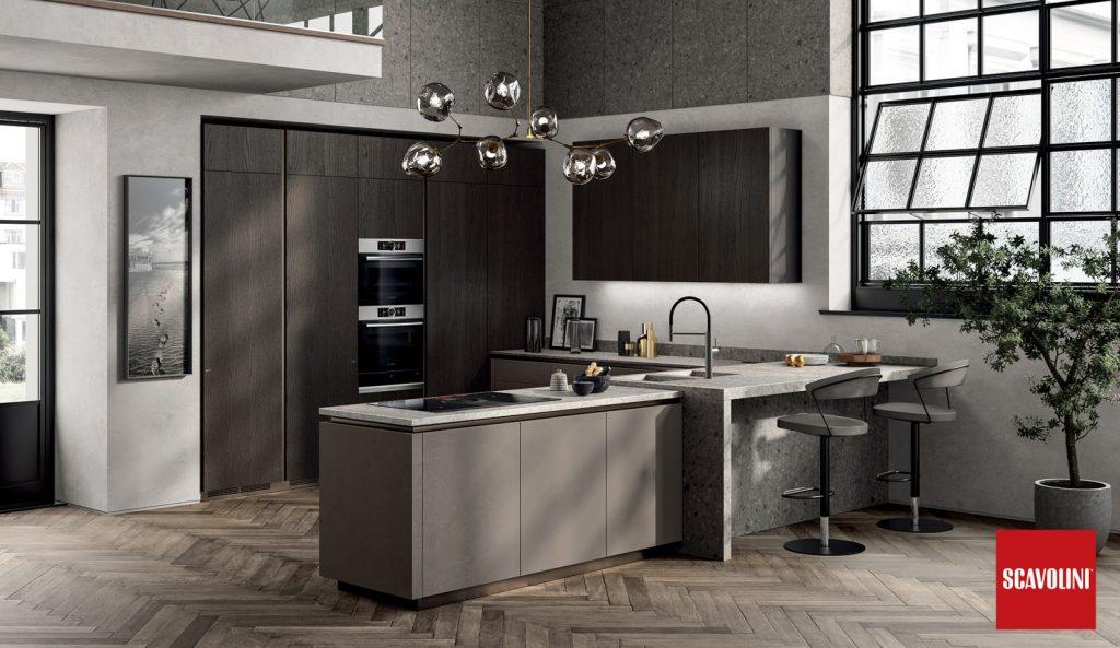 Küche von Scavolini LiberaMente in Biomalta und dunklem Holzfurnier